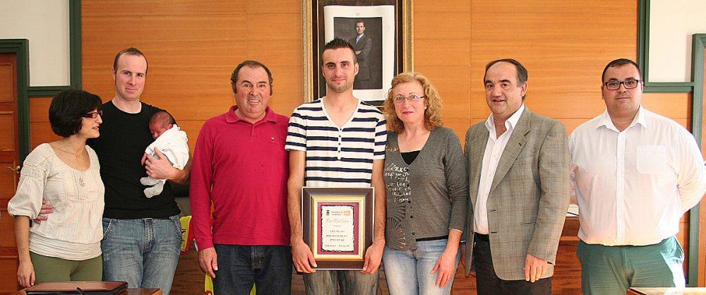 Familia de Marc Moyá con el Alcalde.