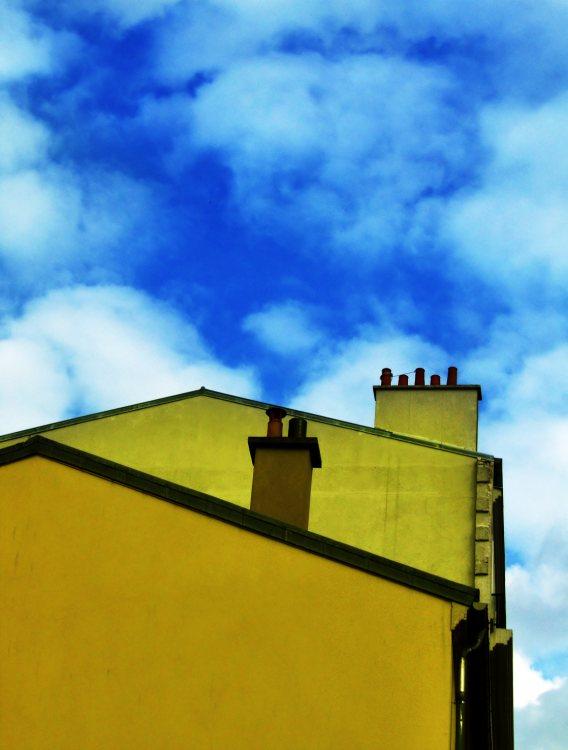 Imagen en la que aparecen varios tejados de unas viviendas