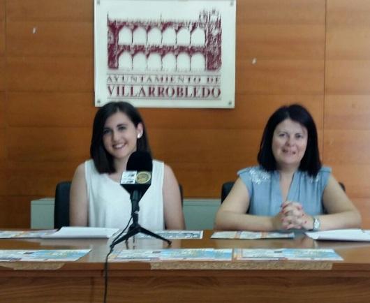Imagen de Trinidad Moyano y Cristina Torres durante la presentación de estas actividades
